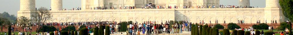 Agra und das Taj Mahal im indischen Bundesstaat Uttar Pradesh bei der Besichtigung waehrend der Rundreise am Goldenen Dreieck von Indien.