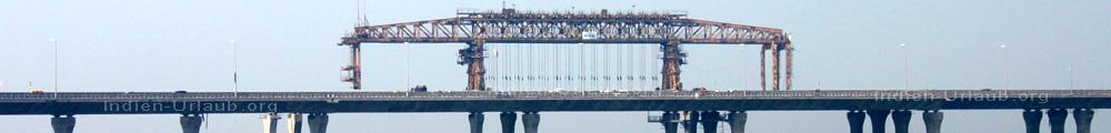 Strasse ueber die Mahim Bay als Verlaengerung des Western Express Highway NH8 in Mumbai Bombay.