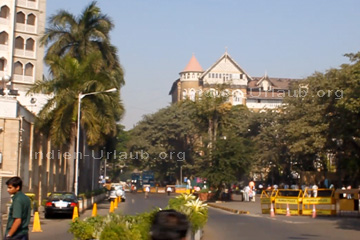 Platz vor dem Gateway of India in Mumbai Bombay.