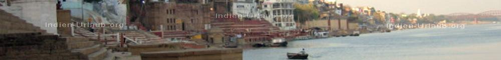 Indischer heiliger Fluss Ganges und Ghats in Varanasi im indischen Bundesstaat Uttar Pradesh.