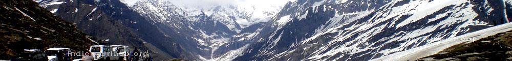 Blick in Richtung Norden und Tibet vom Rohtang Pass im Himalaya, Nordindien, indischer Bundesstaat Himachal Pradesh.